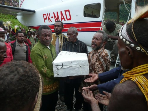 Kimyal people of West Papua receiving their New Testaments - NB not the people group in this story